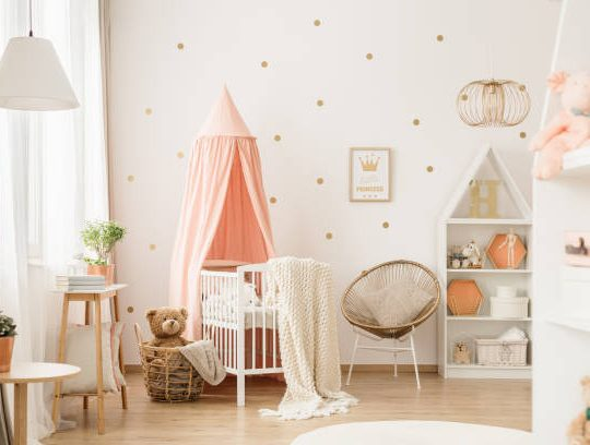 Comment décorer une chambre avec un baldaquin pour bébé ?