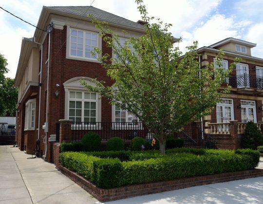 Quelle distance respecter entre une maison et la clôture du voisin ?